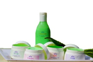 Get anti-acne & pimple-free with the power of Aura aloevera facial kit