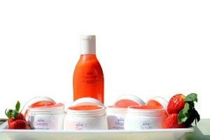 Get anti-pigmentation with the power of Aura strawberry facial kit.