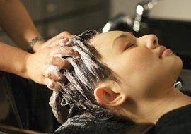 http://aurabeautysalon.in/wp-content/uploads/2014/12/hair-treatment-course.jpg