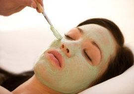http://aurabeautysalon.in/wp-content/uploads/2014/12/skin-treatments-course.jpg